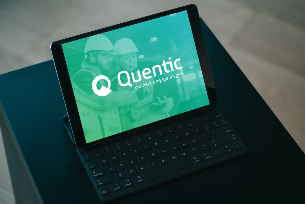 Tablett mit Logo (Quentic, Messestand)